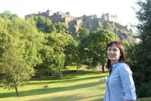 Stadtführung nach Meeting mit dem Edinburgh Castle im Hintergrund