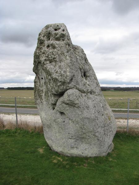 10 Mythen über MS - Titelbild von einem mythischen Stein in Stonehenge