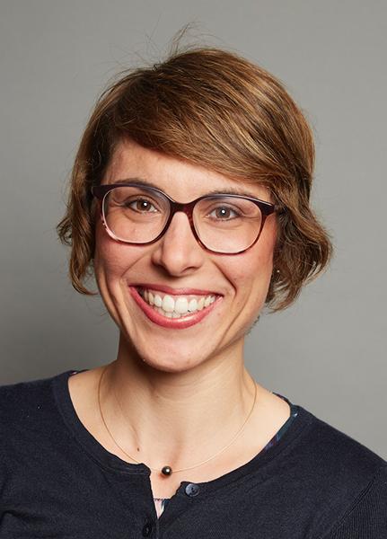 Porträtbild von Dr. Anne-Katrin Pröbstel, die im Interview zur Bedeutung der Darm-Hirn-Achse zu Gast war.